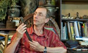 Svante Pääbo examines a human femur found near Ust'-Ishim in Siberia