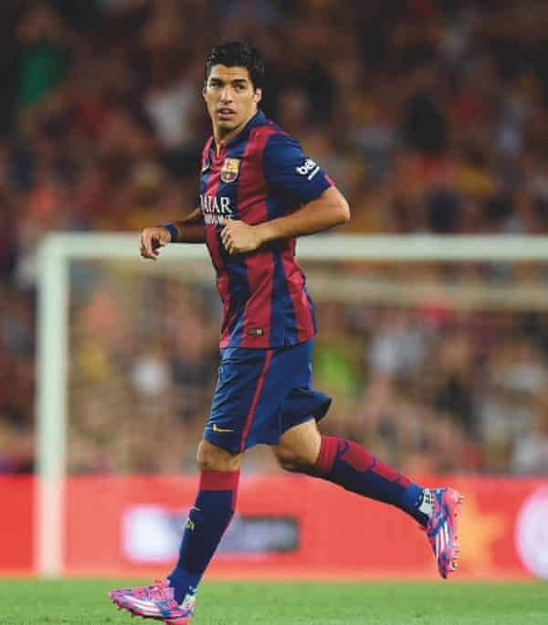 Luis Suárez playing for Barcelona in August