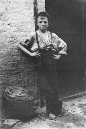 Charlie Long Born on 10 November 1892, the youngest of eight, to his father, William, an eating house keeper, and mother, Ann