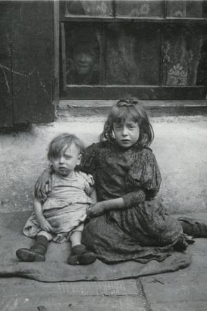 Nellie and Annie Lyons Born in 1901 and 1895