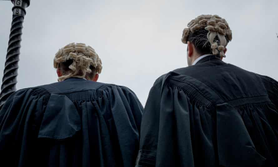 In-court advice centres will aid litigants who do not have lawyers to argue for them.