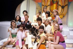 Joe Brown and Alvin Stardust, with the cast of Oh Boy in 1979