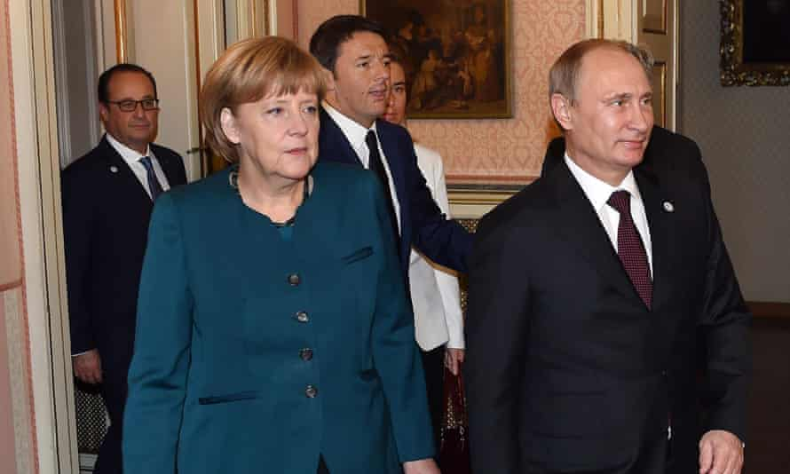 German Chancellor Angela Merkel (left), Russian President Vladimir Putin (right), Italian Prime Minister Matteo Renzi (centre) and French and President Francois Hollande (back) on the sidelines of the EU-Asem summit in Milan, northern Italy, on 17 October 2014.  EPA/Daniel Dal Zennaro