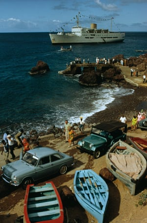 Tourists from cruise ships come ashore on Saba in 1970