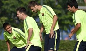 Barcelona's Gerard Piqué trains with Luis Suárez, Neymar and Leo Messi