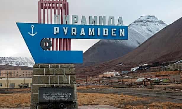 CX2K6B Pyramiden, abandoned Russian settlement and coal mining community on Spitsbergen, Svalbard, NorwayPyramidenghosttownRussianSvalbardSpitsbergenPyramidenvillagetownghosttownSovjetRussianRussiaSovietUnionSvalbardSpitsbergenNorwayEuropeArcticNorthPolesettlementbuildingbuildingsindustrycoalminecoalmineminingabandoneddesertedlandscapemountainsignPyramidenvillagetownghosttownSovjetRussianRussiaSovietUnionSvalbardSpitsbergenNorwayEuropeArcticNorthPolesettlementbuildingbuildingsindustrycoalminecoalmineminingabandoneddesertedlandscapemountainsign