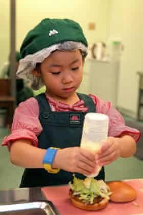 A Japanese child makes a hamburger