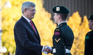 Stephen Harper shakes hand Canadian soldier