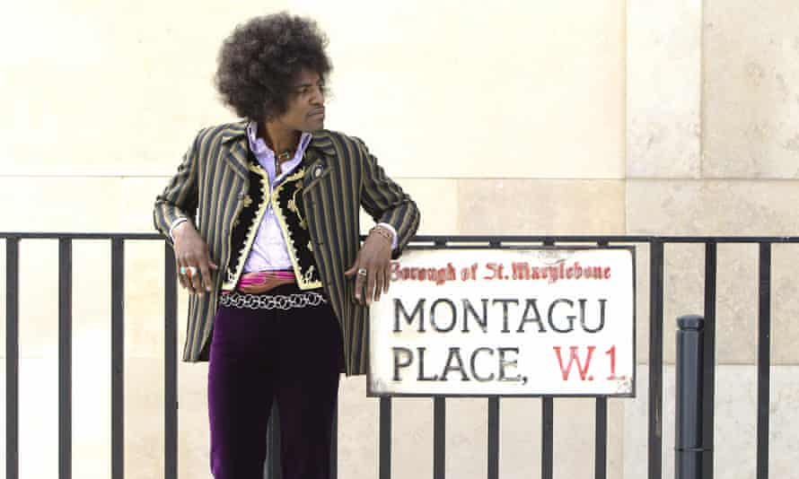 André Benjamin in Jimi: All is by My Side.