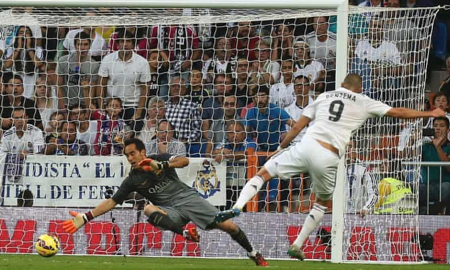 Karim Benzema fires past Claudio to put the match beyond Barcelona's reach.