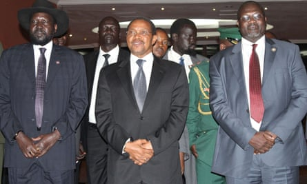 South Sudan president Salva Kiir, left, Tanzanian president Jakaya Kikwete and South Sudan rebel leader Riek Machar, right, at peace talks in Arusha on 20 October.
