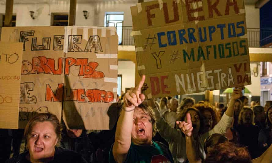 Anti-corruption protesters at Valdemoro town hall, near Madrid, on 27 October.
