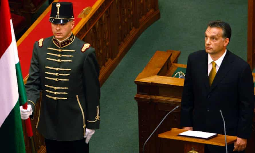 Viktor Orban takes his oath of office in parliament