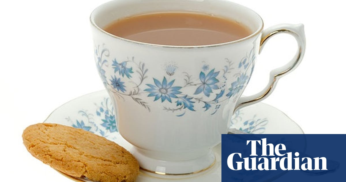 How to make tea correctly (according to science): milk first