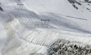 A textile cover prevents snow melting in the Italian Alps