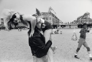 Lester Bangs carrying Debbie Harry Blondie  during a shoot for Punk magazine, New York, 1978.