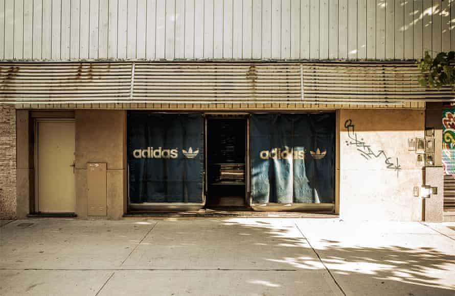 Carlos Ruiz's shop