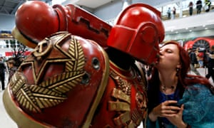 Two convention-goers share a kiss at the Russia Comic-Con