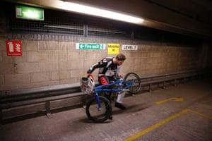 Phillips checks his bike before the final