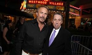 凯文科斯特纳和伊万雷特曼在选秀日洛杉矶首映