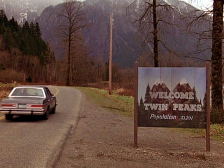 A scene from the pilot episode of Twin Peaks, 1990.