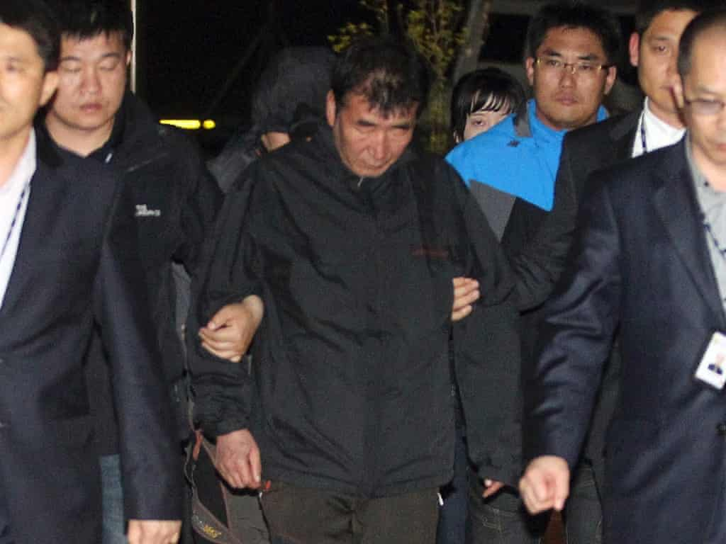 South Korean ferry disaster: captain says sorry for abandoning passengers