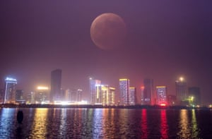 Blood moon over Hefei