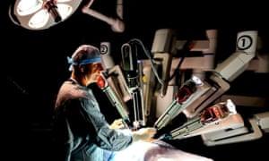 da vinci robot in operating theatre