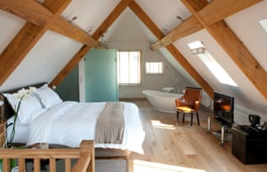 Modern and minimalist decor at Eckington Manor
