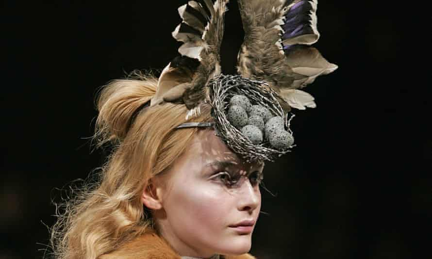McQueen, bird's nest headdress