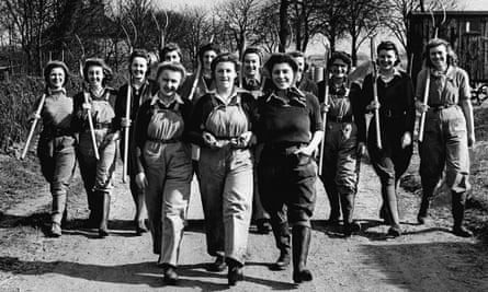 Members of the Women's Land Army in 1943