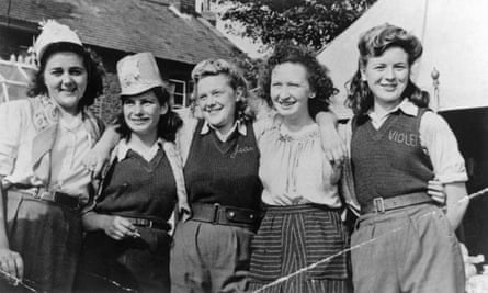 Land girls in trousers