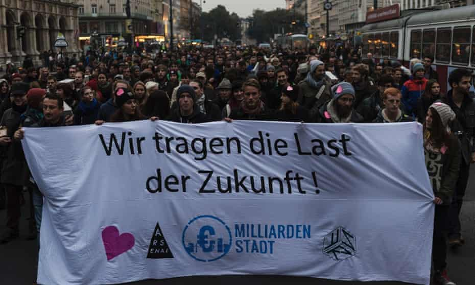 "The exhibition culminated in a march around the city under the slogan ""Wir tragen die Last der Zukunft"" (We bear the burden of the future)."