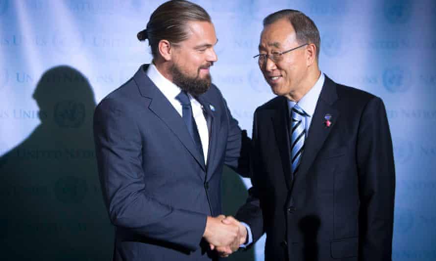 Actor Leonardo DiCaprio (L) and United Nations Secretary General Ban Ki-moon shake hands