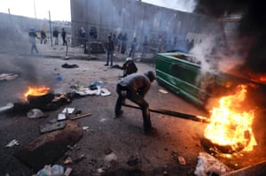 Palestinians burn tires during clashes with Israeli border police in east Jerusalem