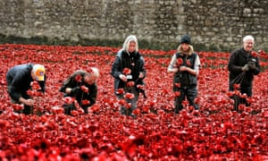 Volunteers remove poppies from the moat of the Tower of London