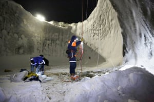 The first scientific expedition to the Yamal sinkhole took place in July, but researchers were unable to climb inside and take samples until the sides of the hole and the water on the bottom froze