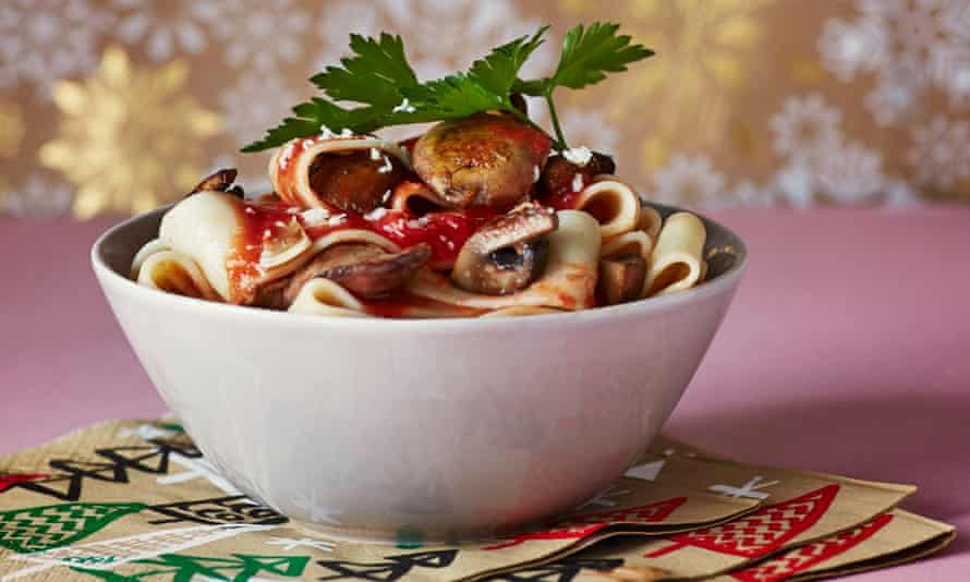Pasta with chicken livers and mushrooms