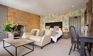 A room at the Kings Head Hotel, Cirencester