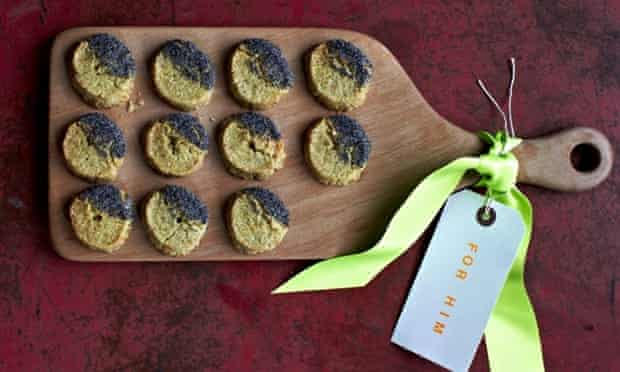 Blue cheese poppy seed biscuits
