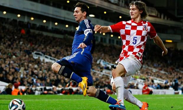 0cf72bab0 Argentina s Lionel Messi mesmerises Upton Park in Croatia friendly