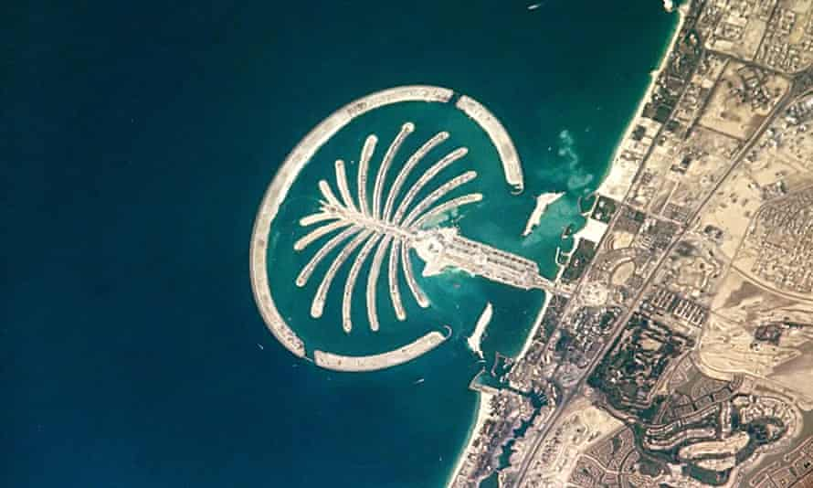 The value of the man-made resort Palm Jumeirah in Dubai as real estate and its elite socio-economic status are intertwined with its qualities as a picture.