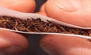 Hand-rolling tobacco in a cigarette