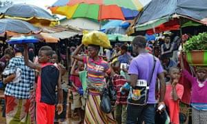 People walks in a market in Kenema, Sier