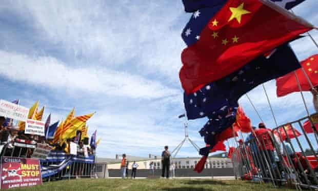 Protestors for and against the visit of The President of China Xi Jinping out the front of Parliament House this afternoon, Monday 17th November 2014