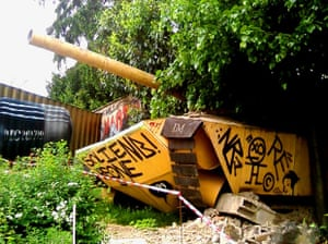 Yellow tank in the Abode of Chaos
