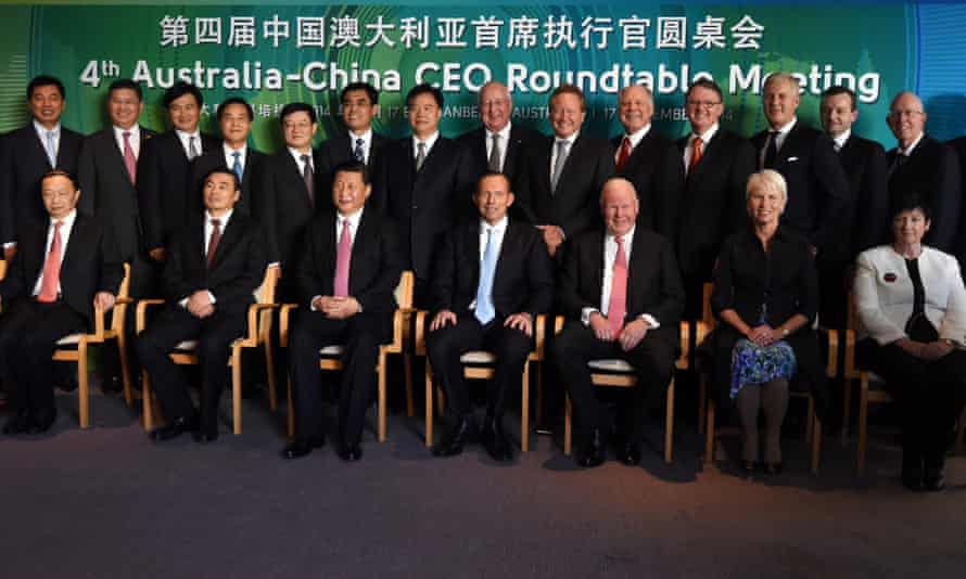 Xi Jinping and Tony Abbott pose for photographs with business leaders from China and Australia.