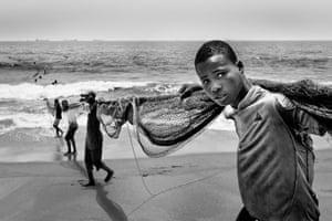 Active Fishing by Roberto Huner, Togo