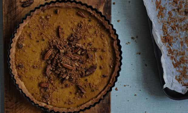 Pumpkin pie with an easy-to-make shortcrust pastry.
