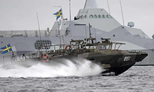 Swedish navy hunts Russian sub